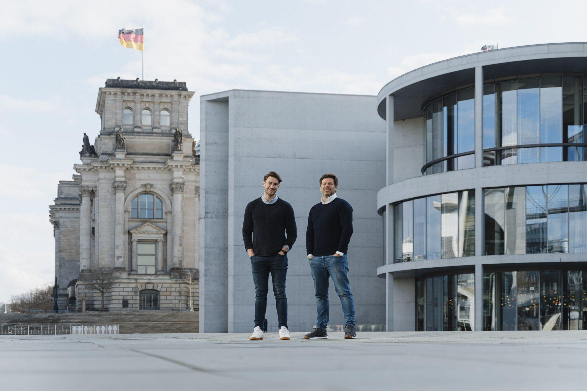 Fotoshooting David Kohlruss Regierungsviertel Paul-Löbe-Haus Berlin Portrait Bewerbungsfoto